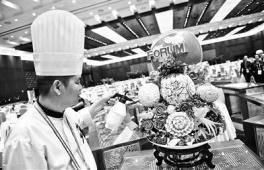 北京小吃端上中非论坛餐桌 果蔬雕刻每个耗费三天
